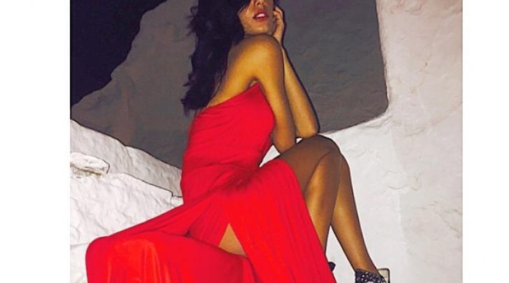Federica Nargi, signora in rosso a Mykonos