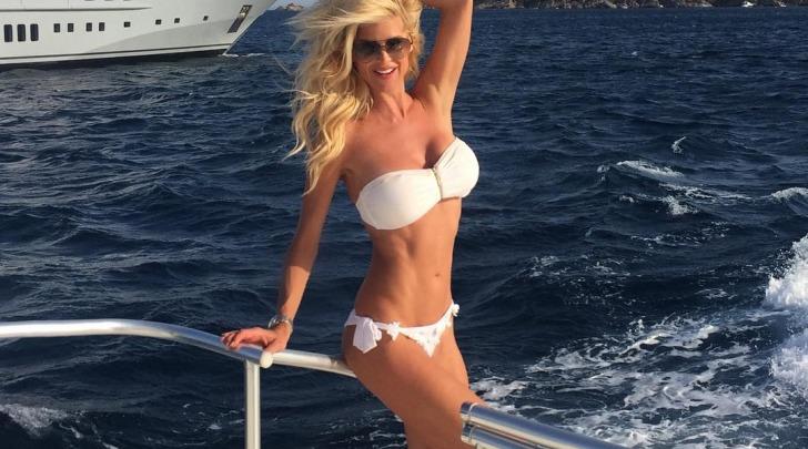 Victoria Silvstedt in bikini a ST. Tropez su instagram