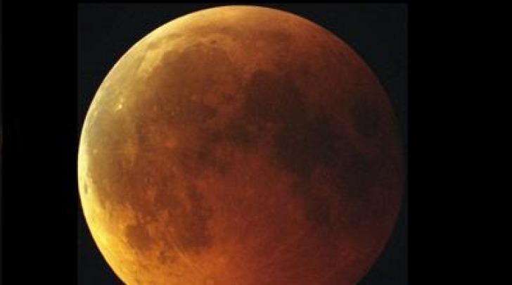 Eclissi totale di Luna (Enrico Cascone e Andrea Di Dato - INAF Osservatorio Capodimonte)