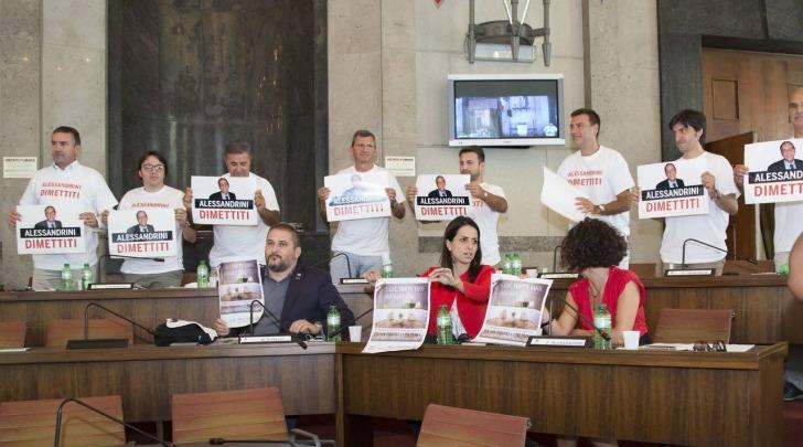 protesta magliette-consiglio comunale pescara