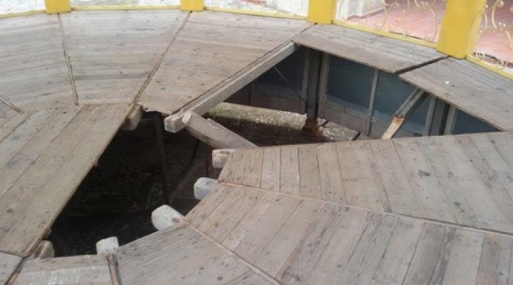 Pavimento palco-foto ansa