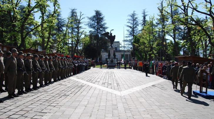 corona al monumento caduti-foto repertorio