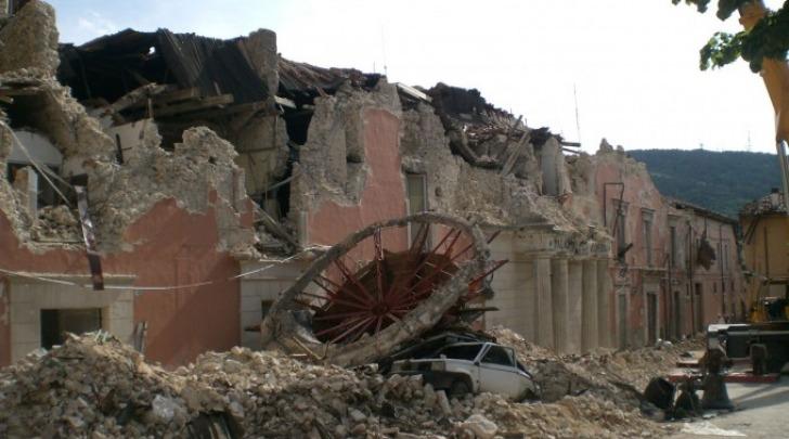 Terremoto L'Aquila crollo prefettura
