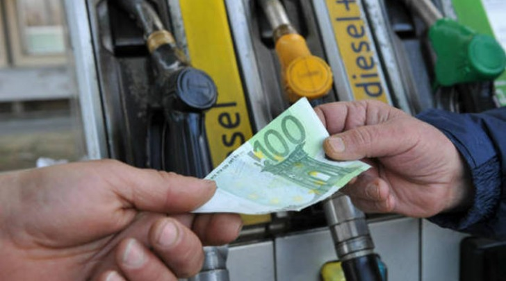 distributore carburante