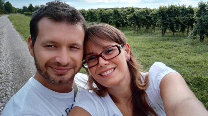 I due fidanzati in una foto pubblicata su Facebook
