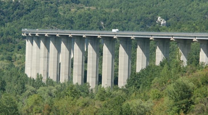 A24 - viadotto di Pietrasecca, tra le uscite di Tagliacozzo e Carsoli