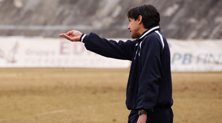 Il tecnico Maurizio Ianni da indicazioni prima del suo allontanamento