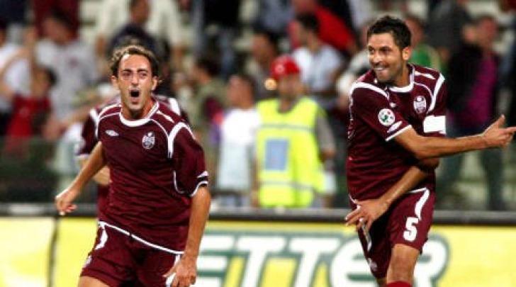 Tricarico (a sinistra) con la maglia della Salernitana. Sarà lui il rinforzo per la mediana?