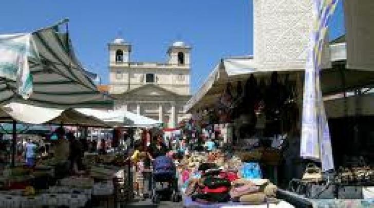 Lo storico mercato di Piazza Duomo prima del sisma