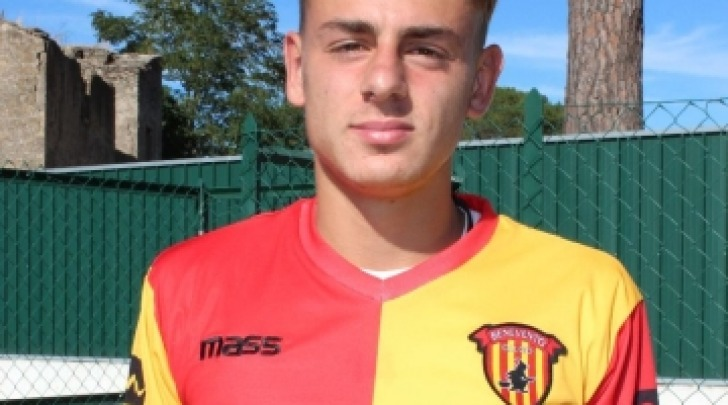 Il centrocampista del Celano, Carlo De Risio