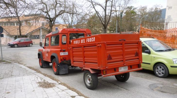 Il carro teli dei Vigili del fuoco a Via dei Vestini