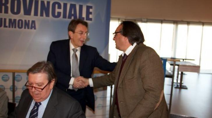 Giuliante saluta Cialente al congresso Pdl