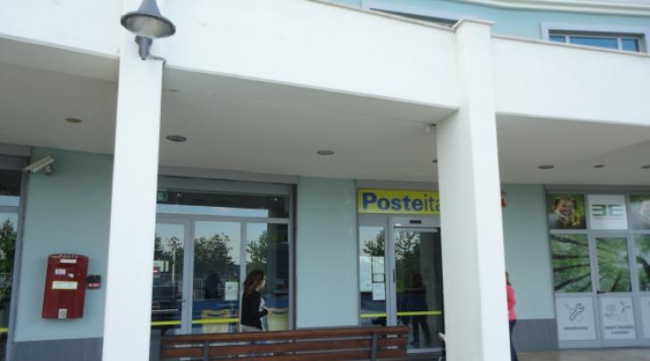 L'ufficio postale rapinato (foto Raho)