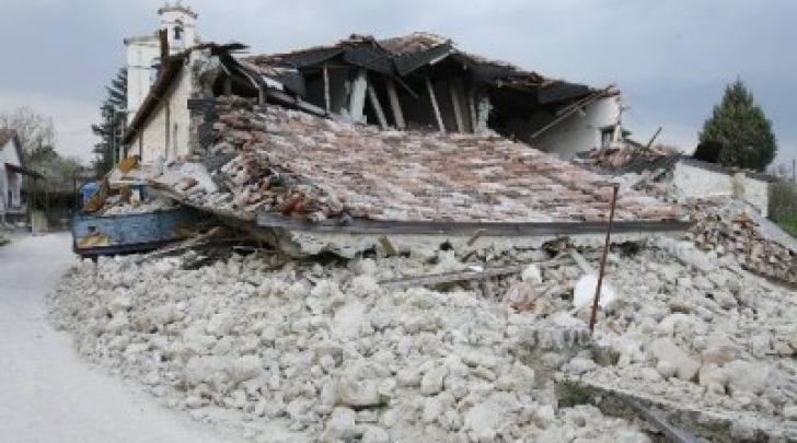 La chiesa di San Michele a Villa Sant'Angelo all'indomani del terremoto