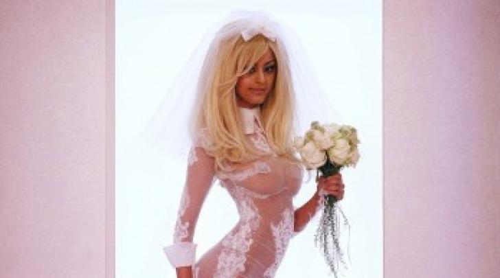 Zahia Decar in lingerie sexy