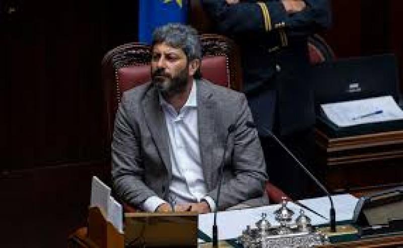 Taglio dei vitalizi si alla camera politica roma for Si svolgono alla camera