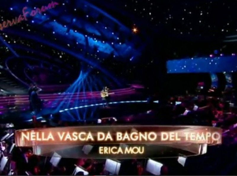 Nella Vasca Da Bagno Del Tempo Erica Mou.Sanremo 2012 Seconda Serata L Esibizione Degli Erica Mou Con Nella