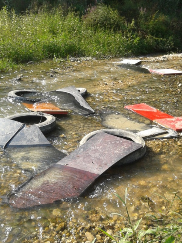Il fiume tavo un letto di immondizia un cittadino denuncia lo stato di degrado cronaca - Letto di un fiume ...