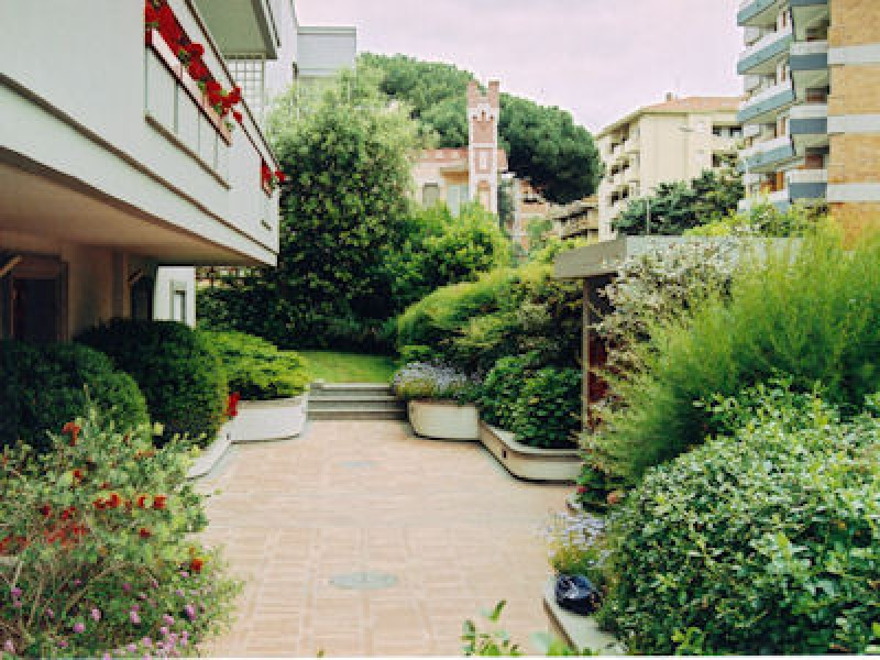 Sesso a tre nel giardino condominiale coinvolta anche una - Giardino condominiale ...