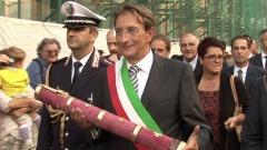 Massimo Cialente con la Bolla del Perdono
